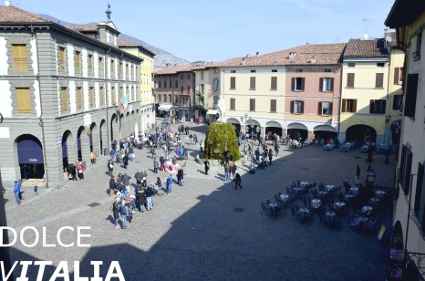 Main square (Piazza Giuseppe Garibaldi) in Iseo during sunny common day with the monument of Giuseppe Garibaldi, erected in 1883.