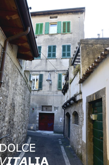Little street leading from piazza di Sagrato.