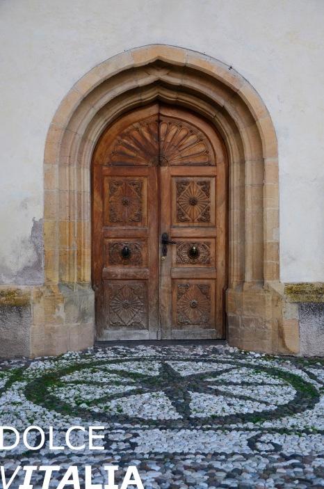 Tesero - portone della chiesa di S. Eliseo