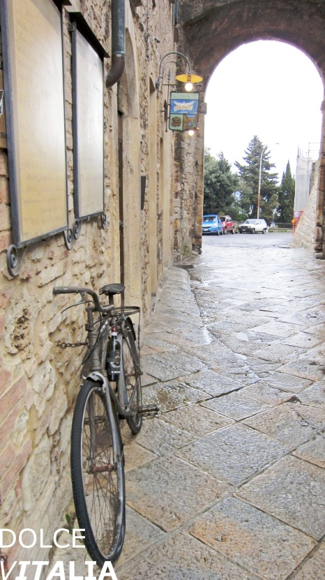 An entrance to Volterra
